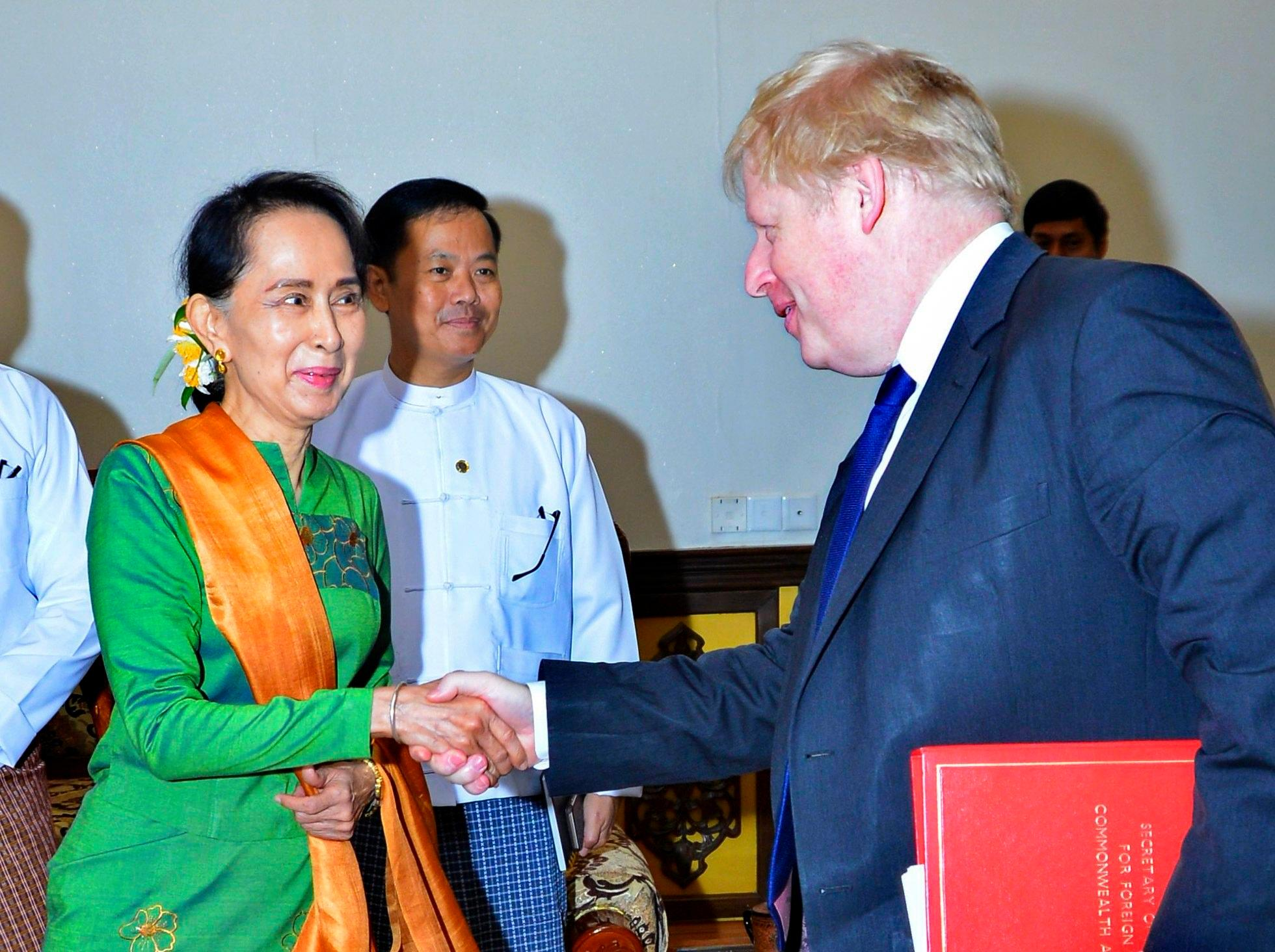 Boris Johnson pushes Aung San Suu Kyi to create safe space for Rohingya refugees and hold investigation into human rights violations in Burma