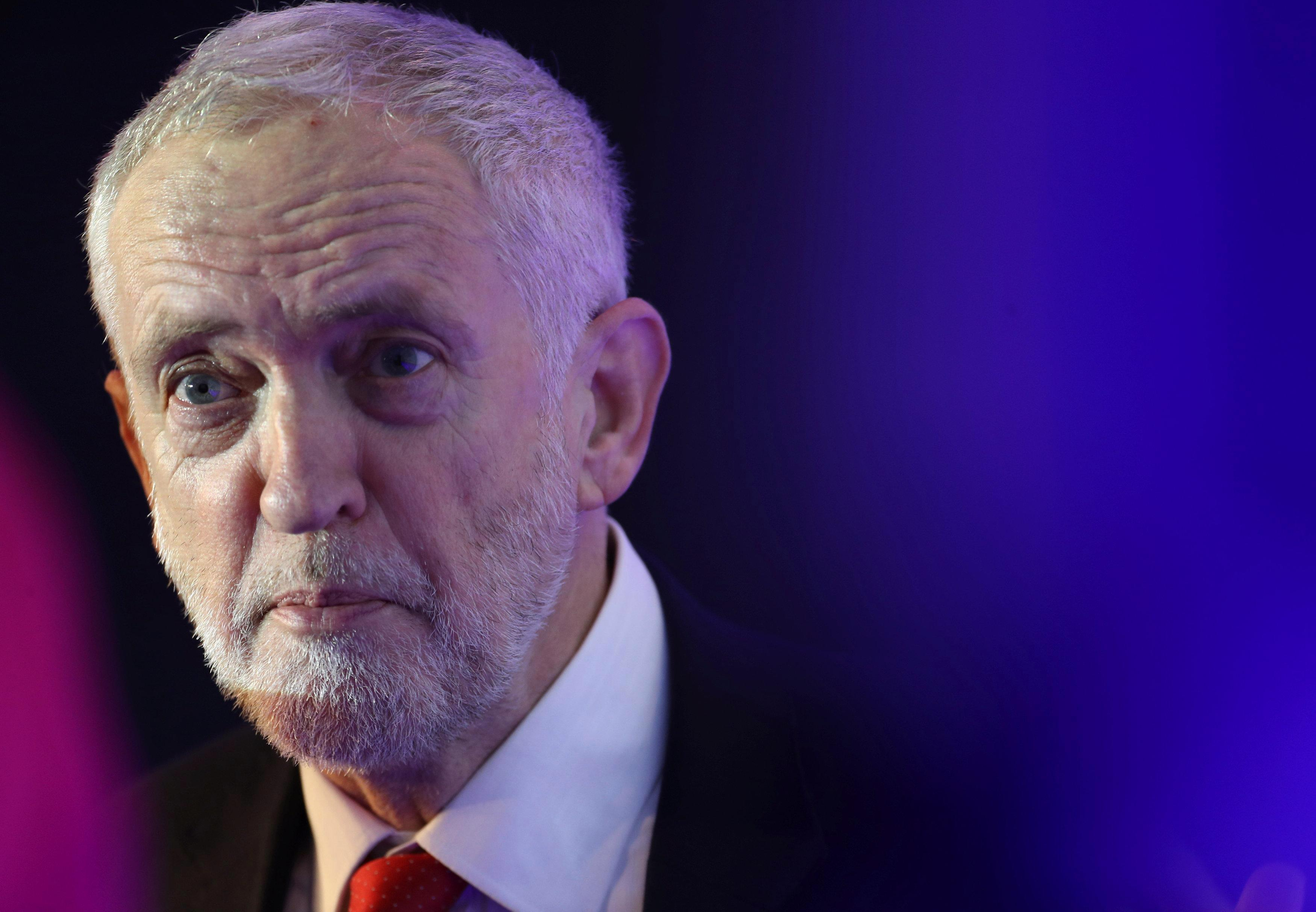 Jeremy Corbyn set to side with Tory rebels in Brexit u-turn to try and force Theresa May into a customs union