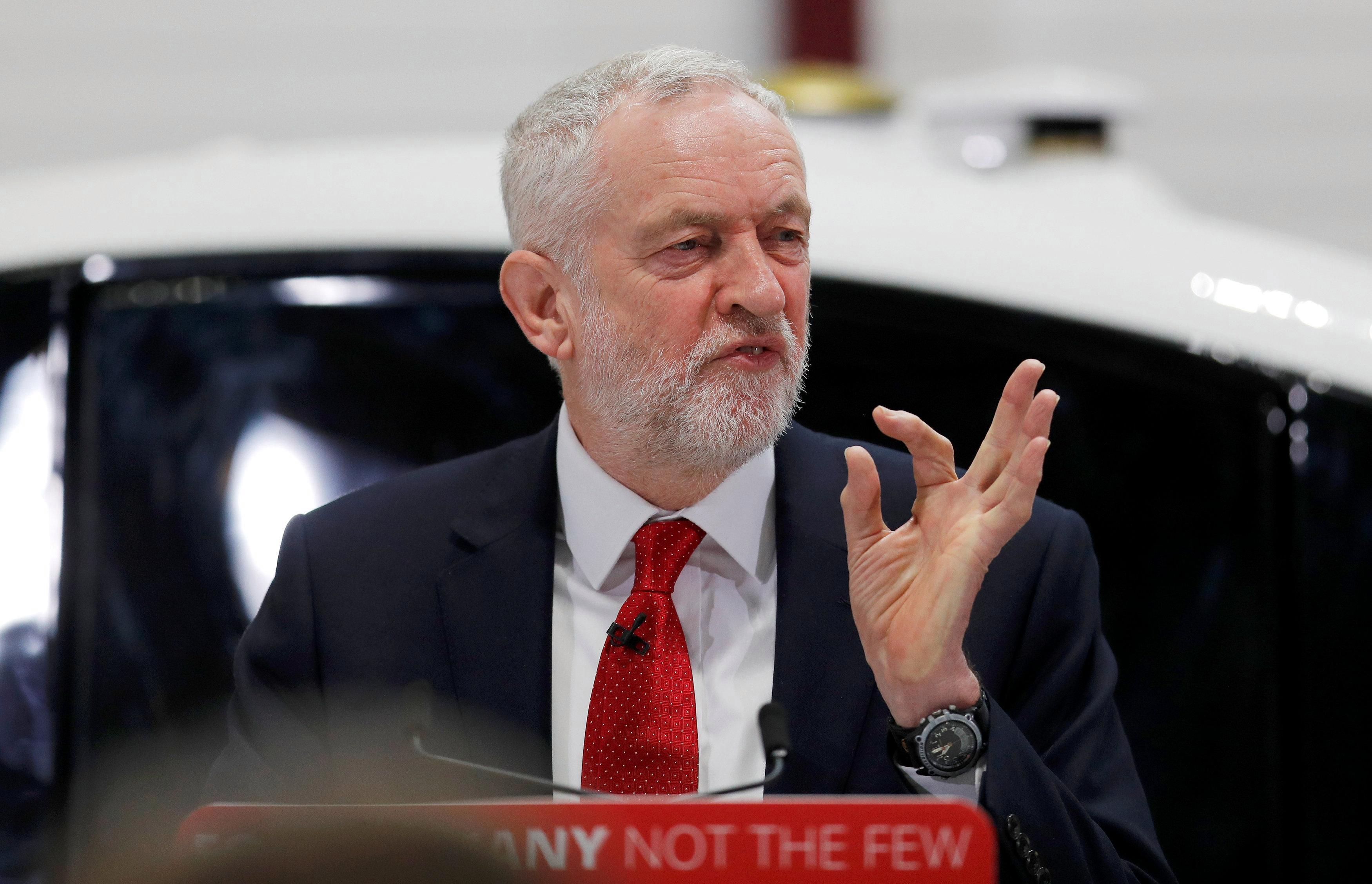 Jeremy Corbyn speech: Labour leader says Britain should hand over millions to EU so we can stay closely tied to Brussels after Brexit