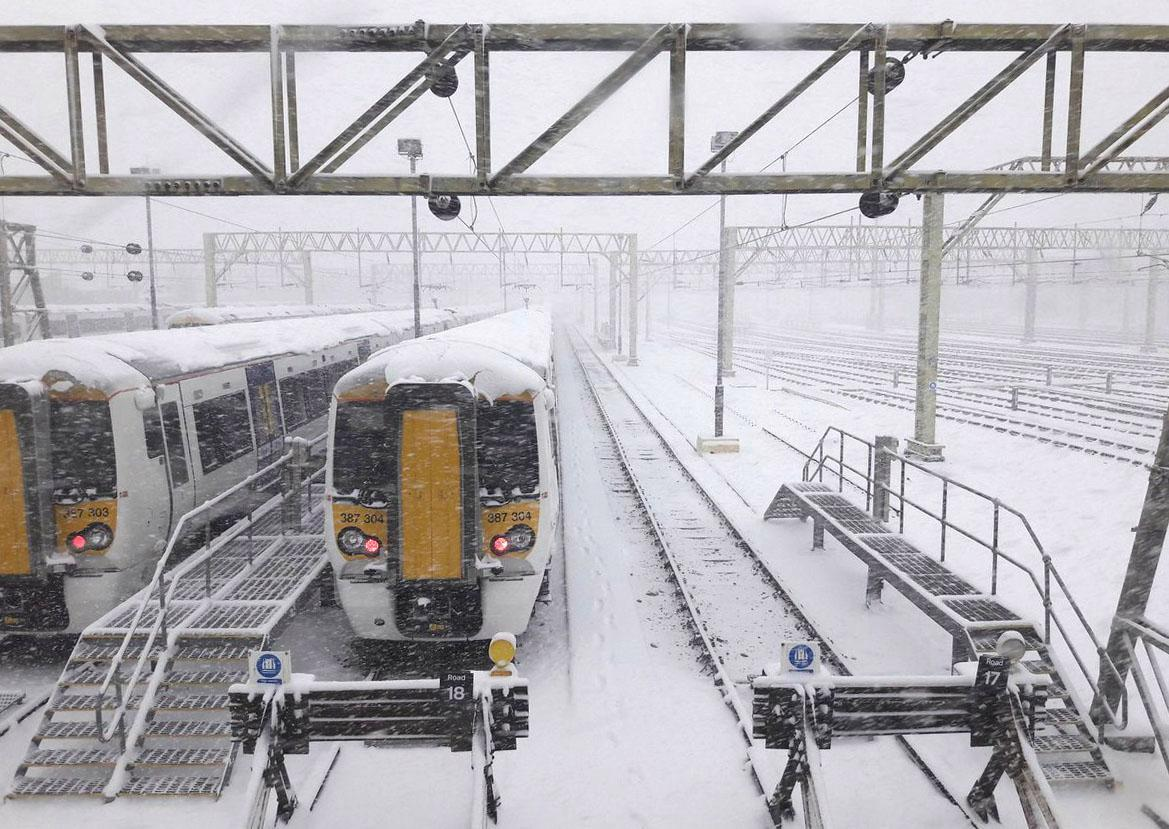 Southeastern rail website crashes as thousands of commuters try to check if their trains are running in snowy weather