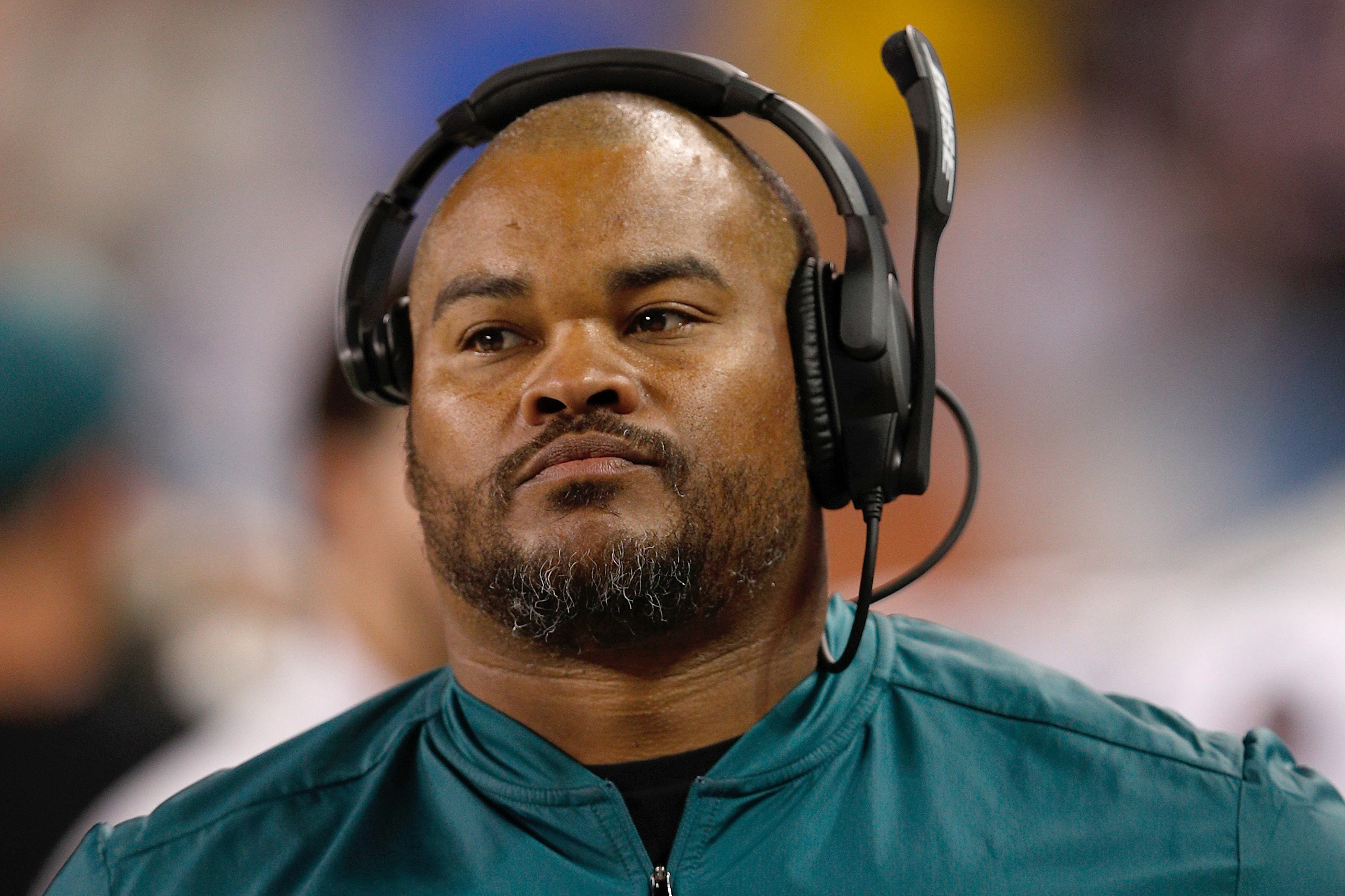 Pat Shurmur should hire rising star Duce Staley as Giants' OC