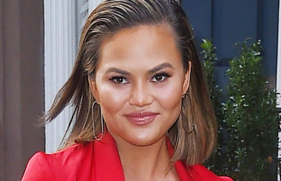 Chrissy Teigen Says She Knows Which Actress Bit Beyoncé In The Face