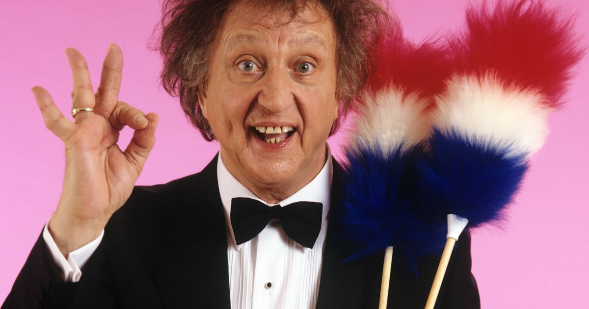 Claire Sweeney, Dara O Briain and Gary Delaney lead tributes to Sir Ken Dodd