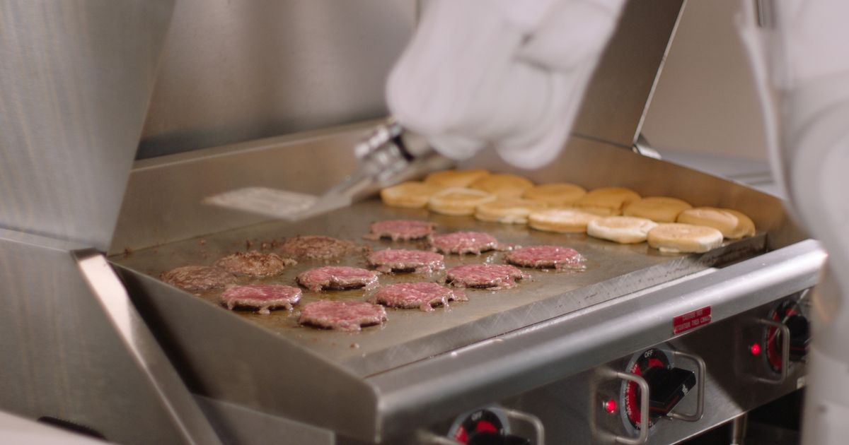 Speedy burger-flipping robot completes first shift at major fast food chain