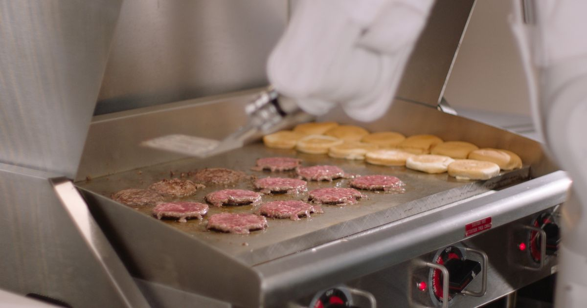 Robots who 'cook perfect burger every time' replace human fast food staff