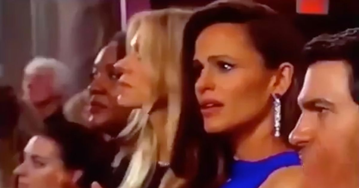 Jennifer Garner's haunted Oscars expression has people worried over what she saw