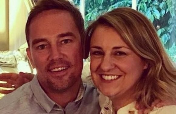 Simon Thomas leaves moving message for late wife as he faces first Easter alone