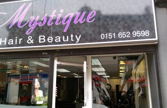 Man seriously injured after 'falling through beauty salon window during fight'