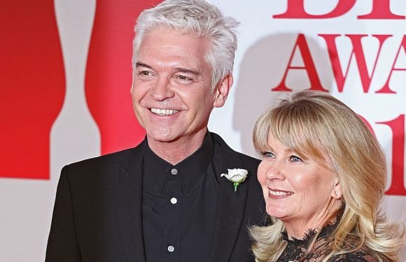 Phillip Schofield gets romantic as he marks 25 years of marriage