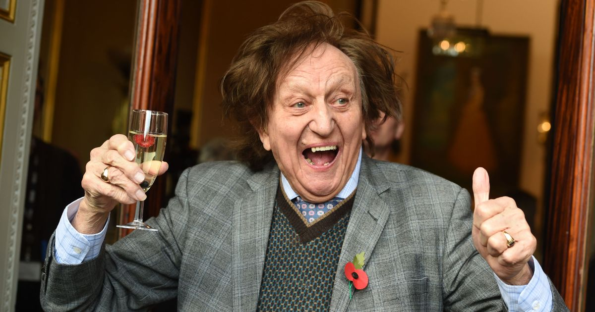 Ken Dodd cancels all upcoming shows over health fears