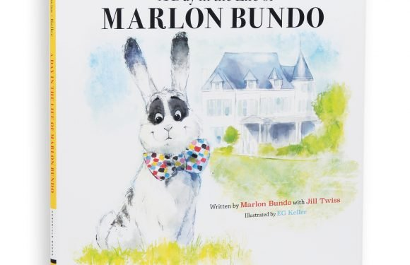 John Oliver: Mike Pence bunny Marlon Bundo gets new children's book