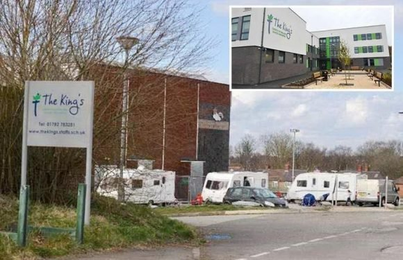 'Concerned' parents pull kids out of lessons after travellers set up camp opposite school