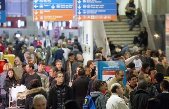 Thousands face Easter getaway chaos as two major airlines to strike this weekend