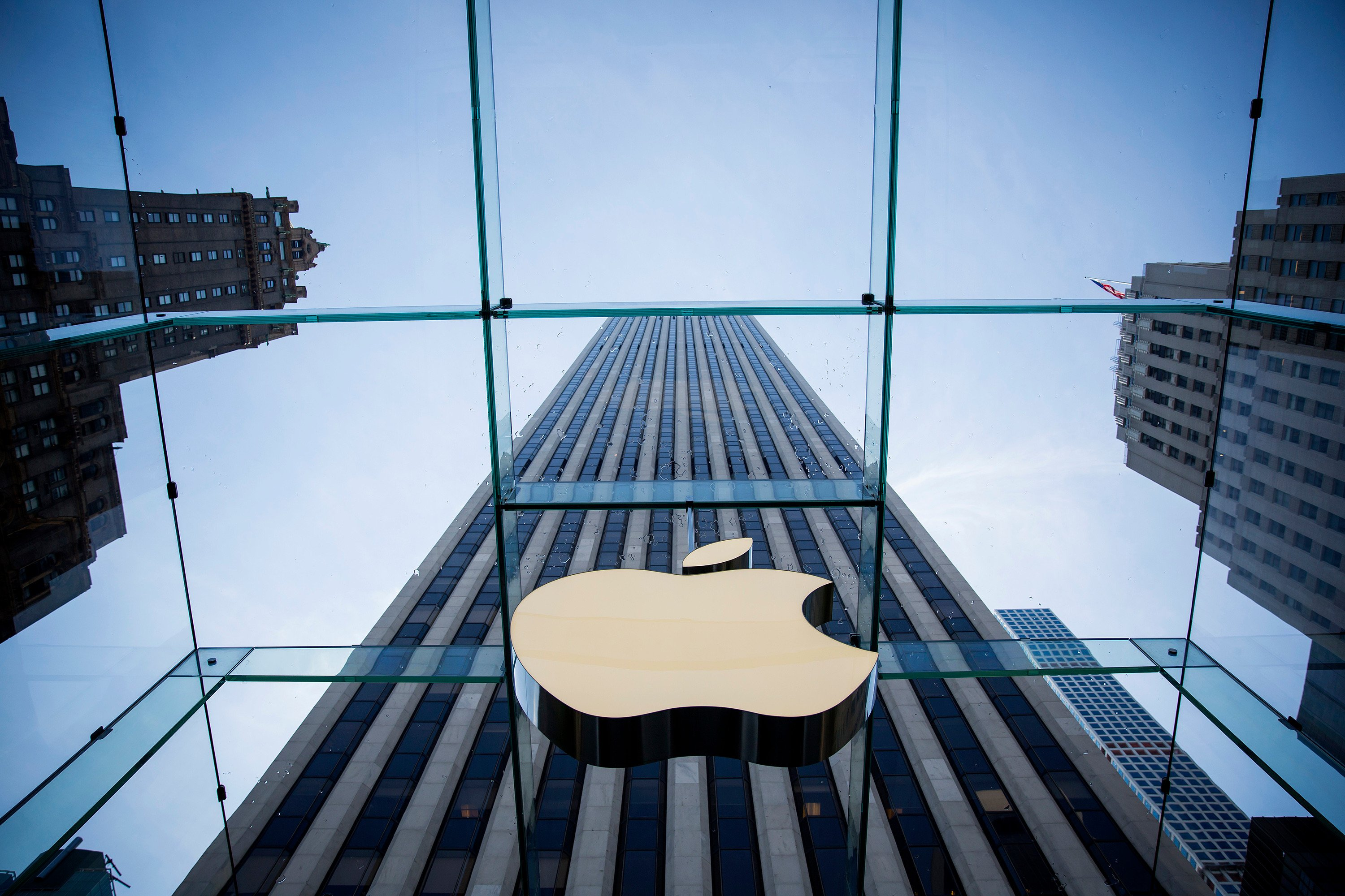 Apple inks deal to buy the 'Netflix of magazines'
