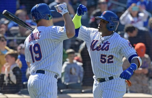 Mets spread the wealth to start the season a dominant 2-0