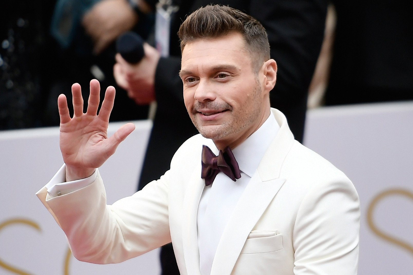 Seacrest will be walking into the lion's den at Oscars carpet