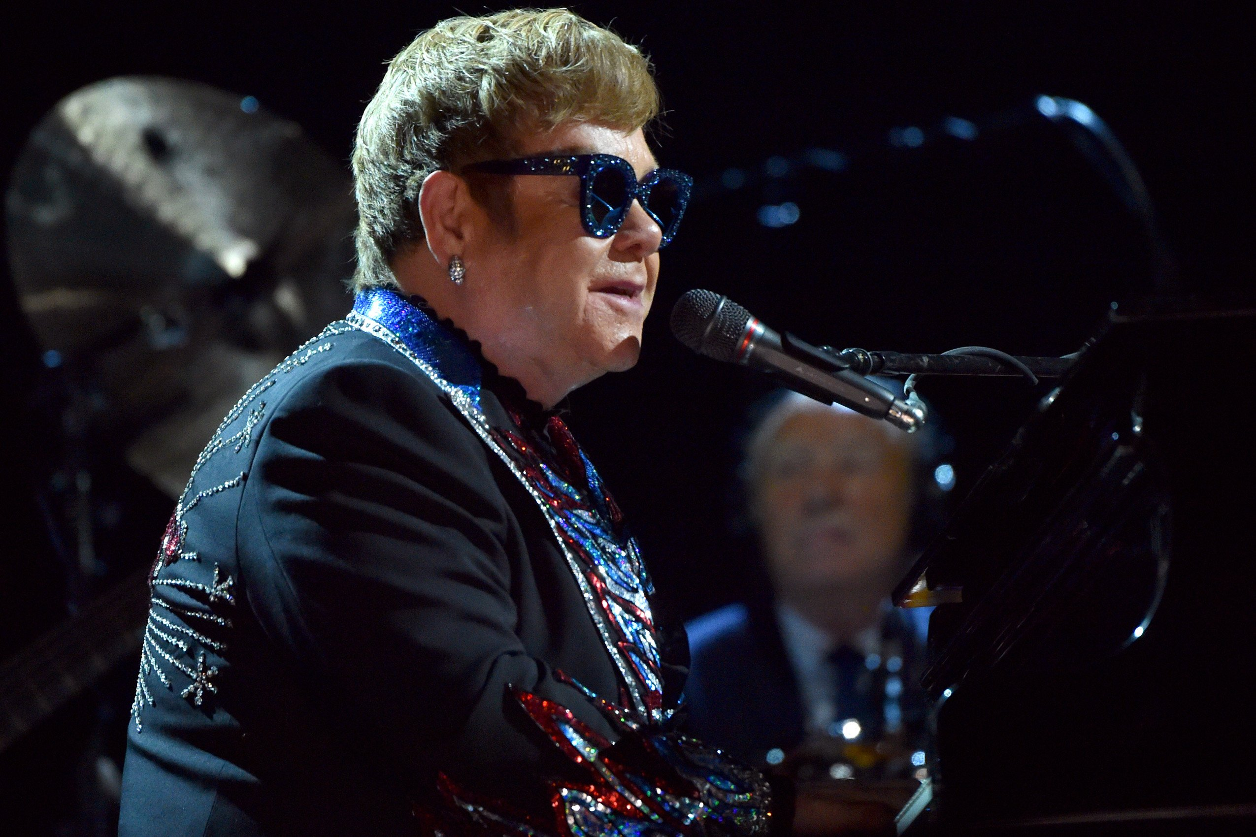 Elton John explains storming off stage, says fan was 'rude, disruptive'