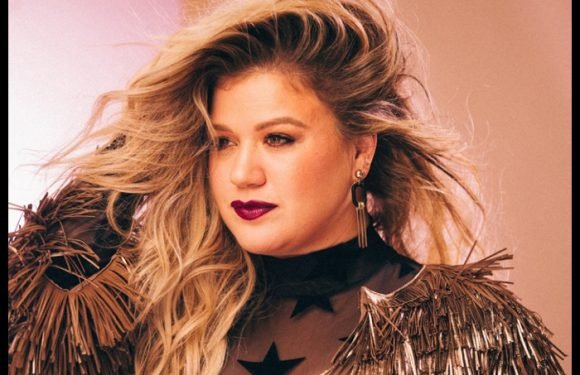 Kelly Clarkson Responds To Voice Contestant's Comment