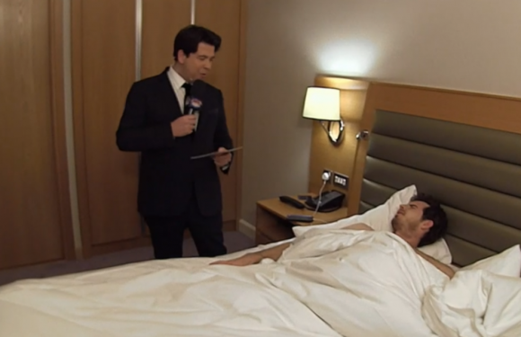 Michael McIntyre breaks into Andy Murray's bedroom while he's sleeping for a Sport Relief sketch