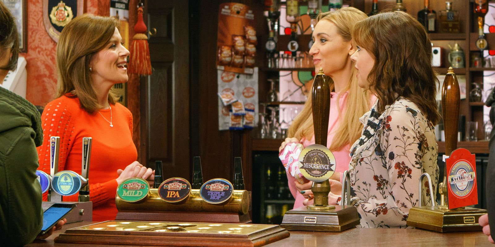 Coronation Street panic for Eva Price as Leanne Battersby spots pregnancy clues