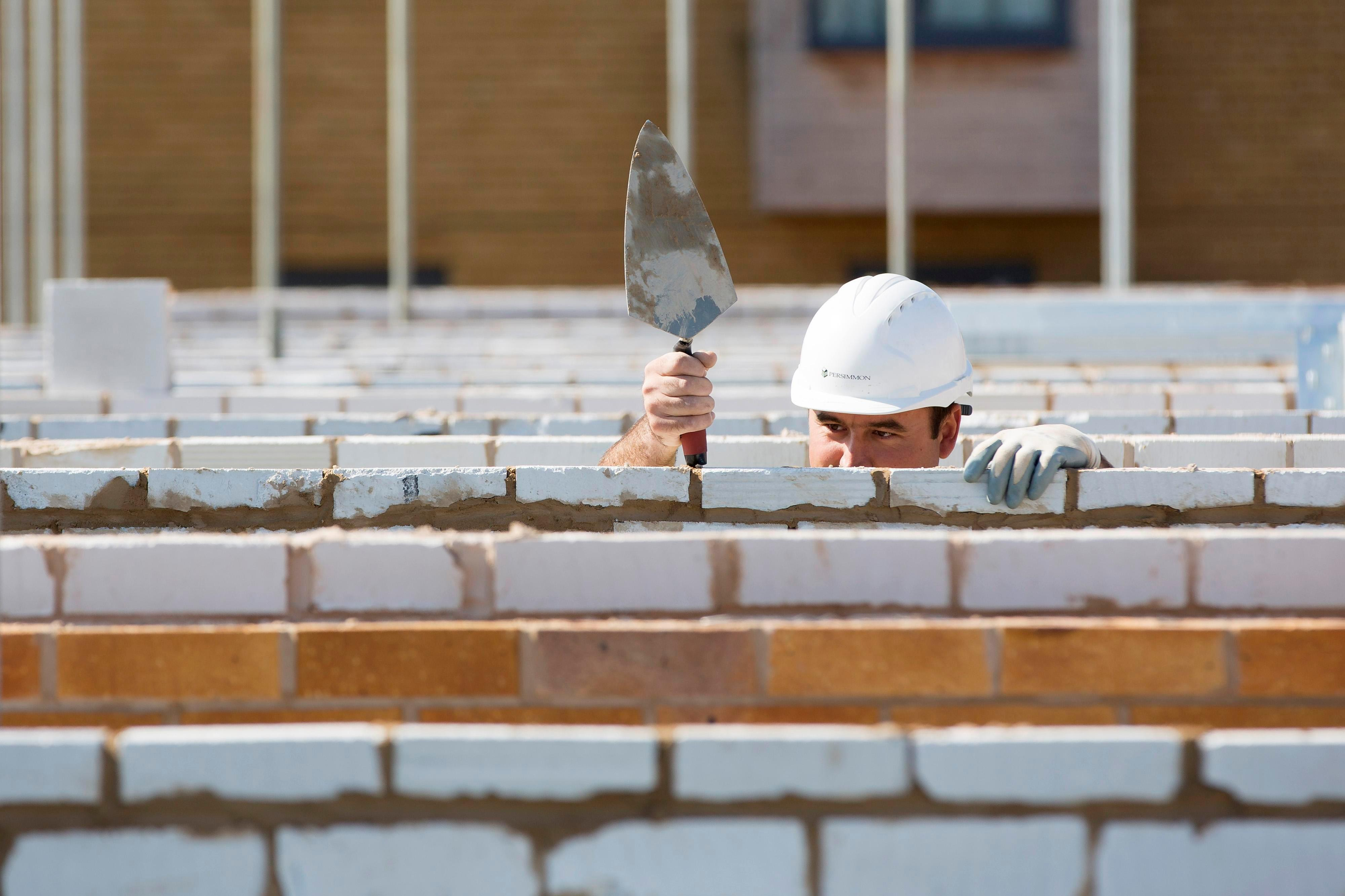 Study reveals top-earning bricklayers make £90,000 a year, with the average brickie salary at £42,034