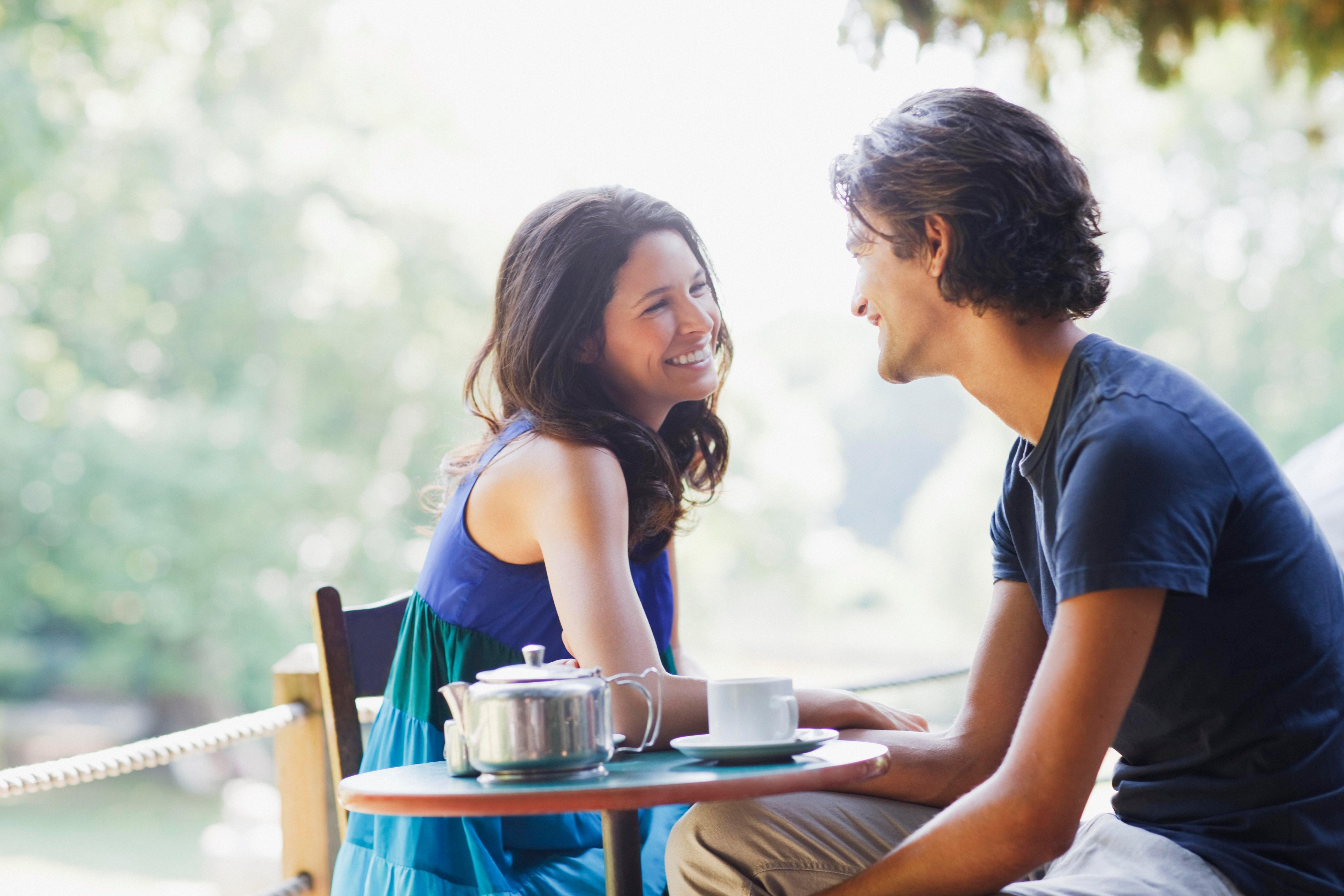 This expert thinks you SHOULD talk about your ex on a first date… but what do you think?