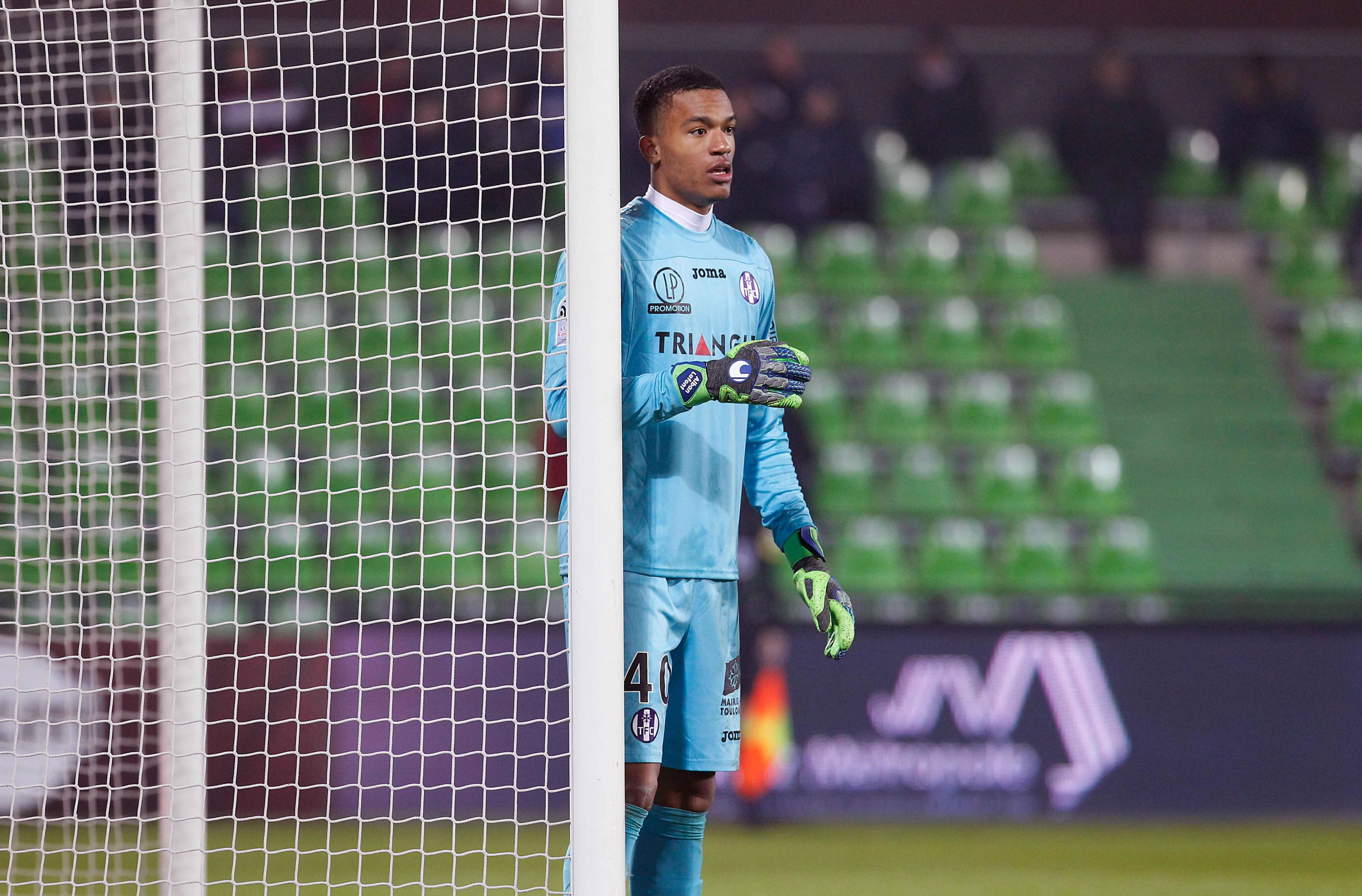 Arsenal and Napoli battle it out to sign highly-rated Toulouse goalkeeper Alban Lafont — with Serie A side leading way