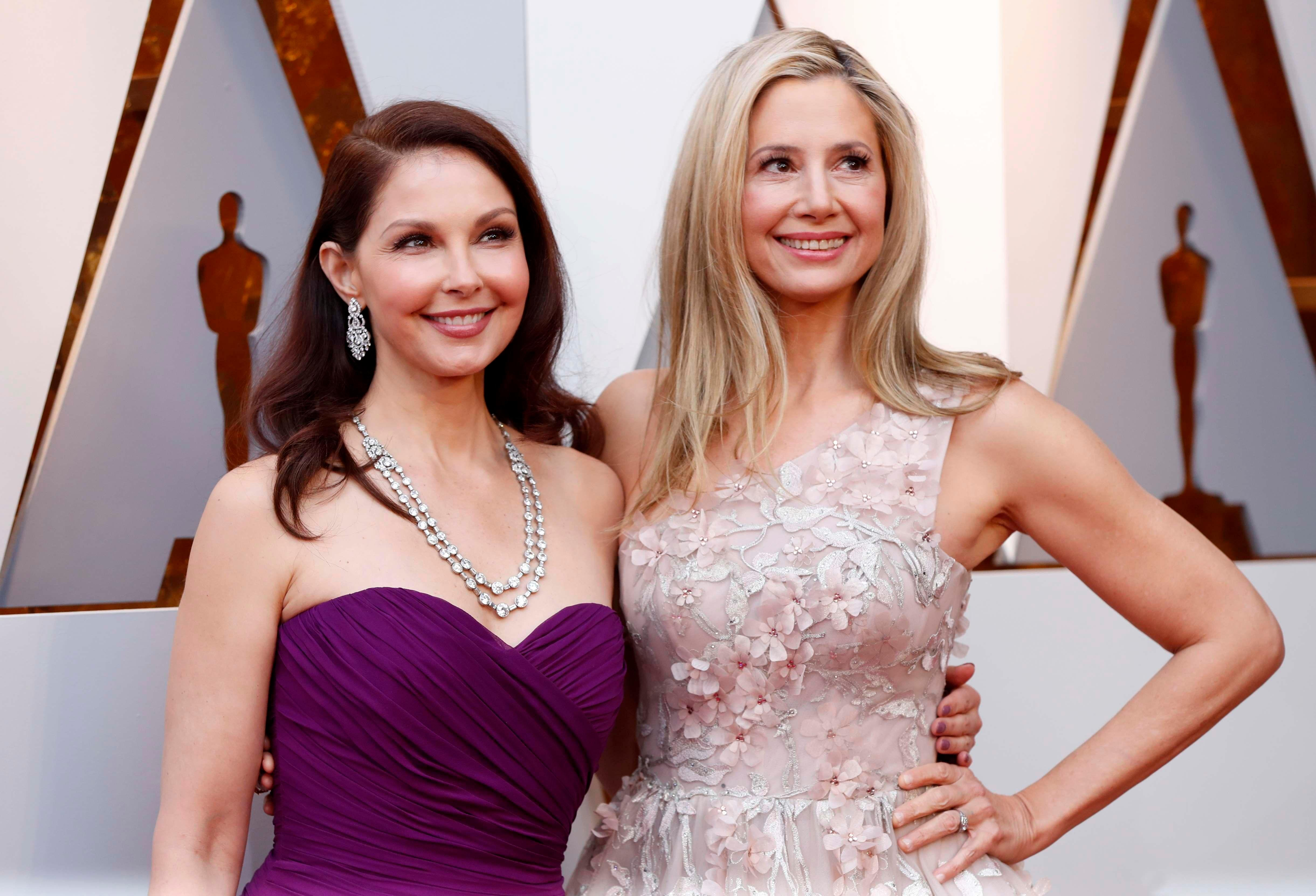 Harvey Weinstein accusers Ashley Judd and Mira Sorvino walk Oscars 2018 red carpet together