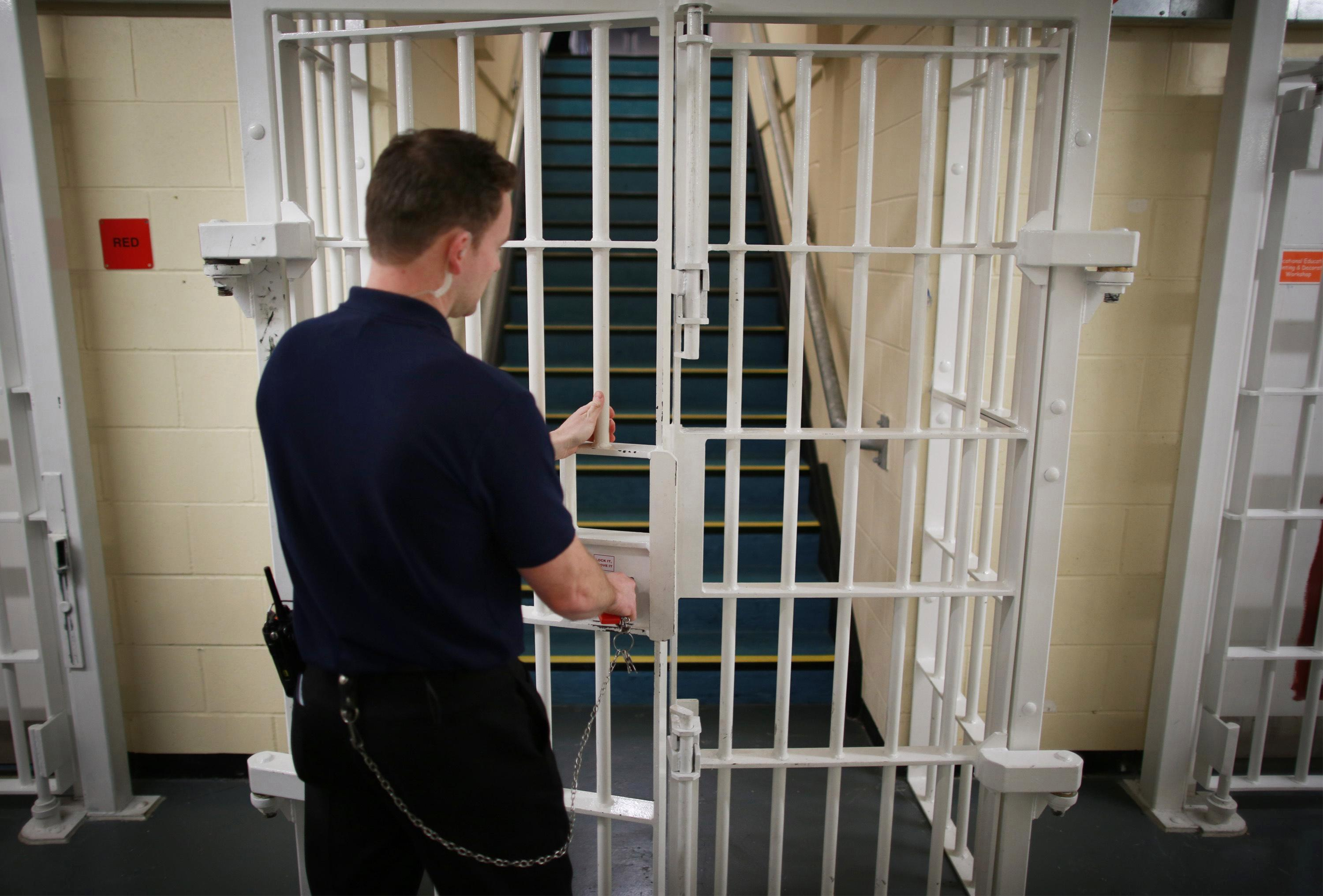 Kingpins running drugs gangs from their cell will be moved to top security jails alongside terrorists and murderers under new Government crackdown