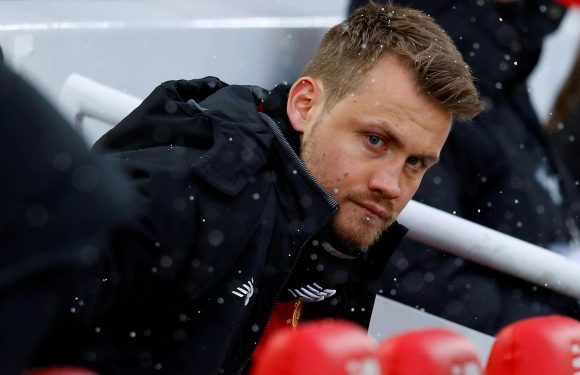 Liverpool goalkeeper Simon Mignolet tells Jurgen Klopp he will stay and fight for his place at Anfield