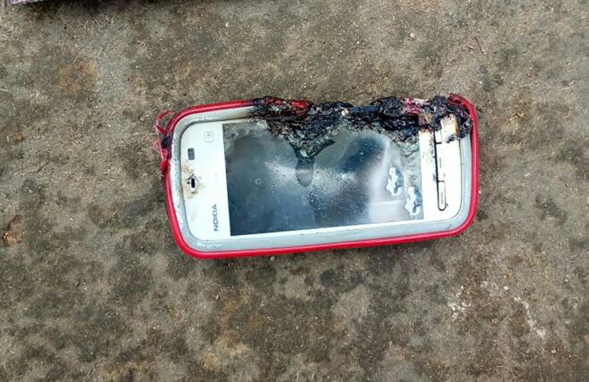 Girl, 18, killed when Nokia phone she was chatting on EXPLODED after she plugged it in
