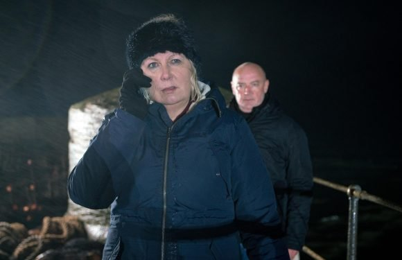 Coronation Street fans in for a treat with an extra episode tonight as Eileen Grimshaw is left in a terrifying situation with killer husband Pat Phelan