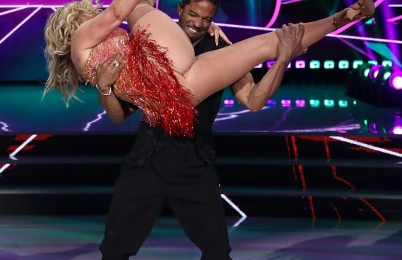 Anastacia flashes her knickers and a LOT more in very embarrassing wardrobe malfunction on Italian version of Dancing With The Stars