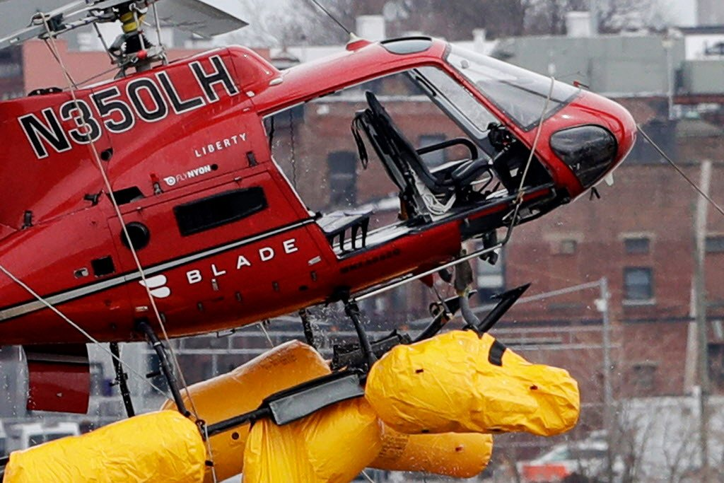 Helicopter harnesses 'did too good a job,' trapped crash victims underwater
