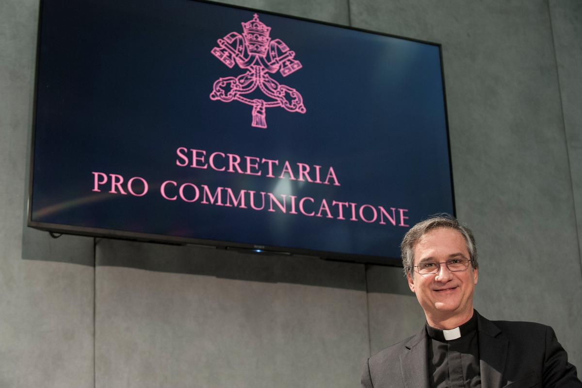 Pope sacks Vatican communications chief following 'Lettergate' scandal