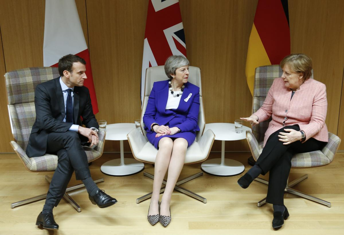 Darkness falls on May's Merkel-Macron meeting