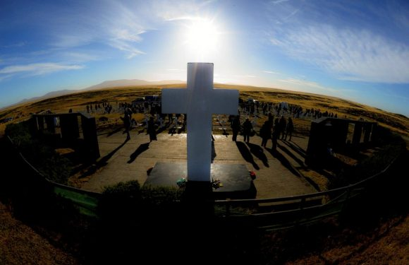Family members of fallen Argentine soldiers visit Falklands graves