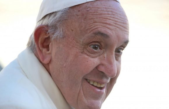 Pope discloses he has cataracts, expects operation next year