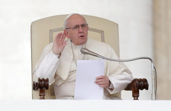 Pope says Mafiosi 'carry death', can't call themselves Christian