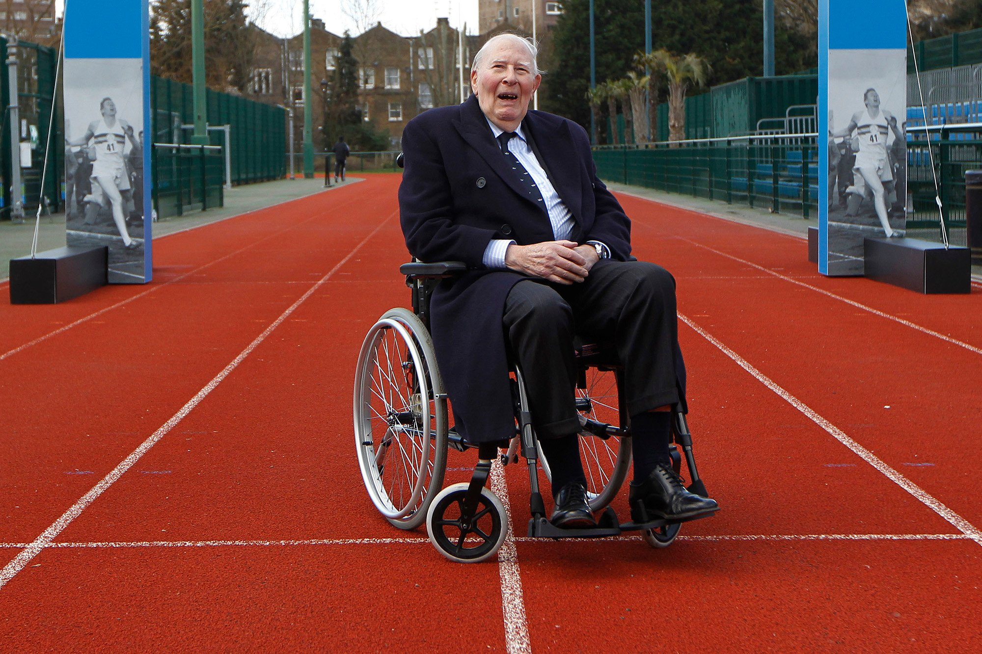 Roger Bannister, first to run mile in under 4 minutes, dies at 88