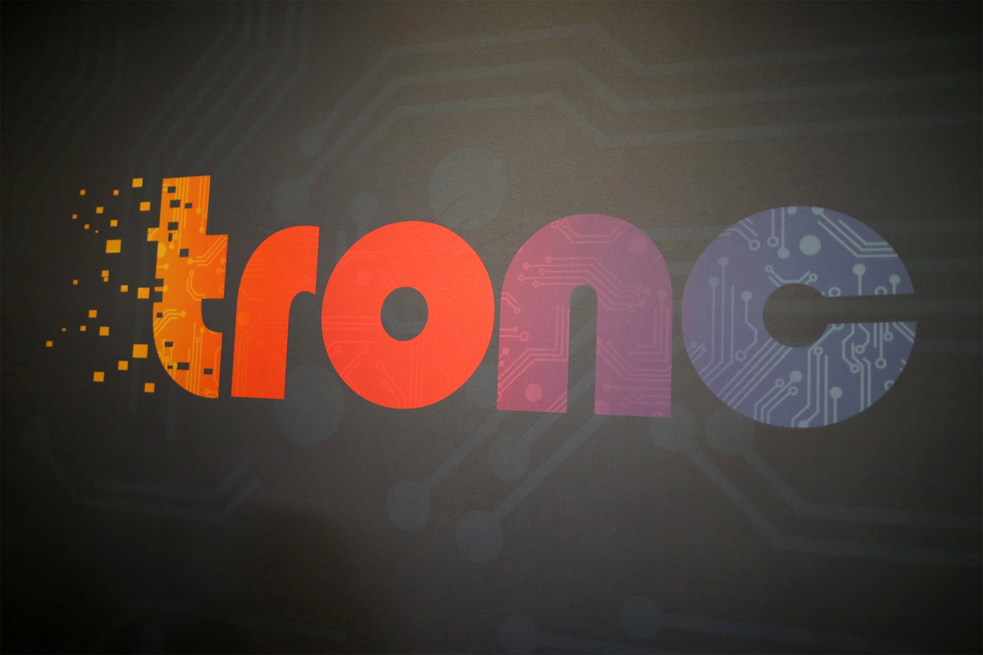 Tronc shares tank after execs offer no fiscal guidance for 2018