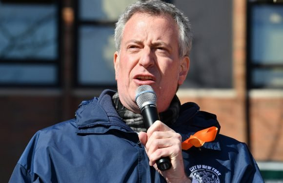 De Blasio considering cap on ride-sharing vehicles