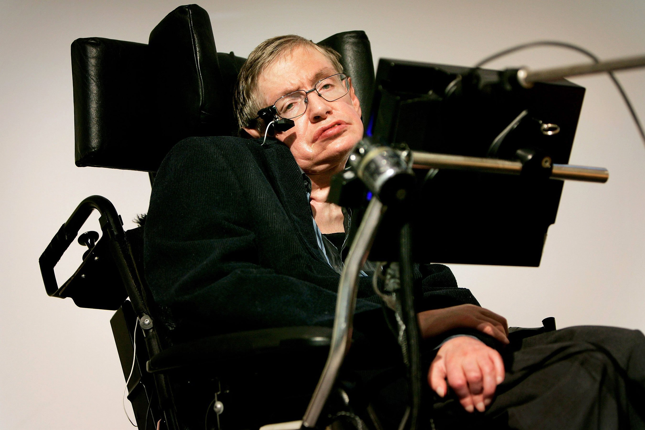 Stephen Hawking dead: Scientist, subject of 2014 film 'The Theory of Everything' dies at 76
