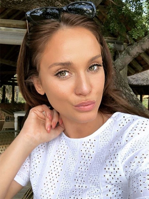 PICS! Vicky Pattison strips NAKED for saucy bath snap on luxury getaway