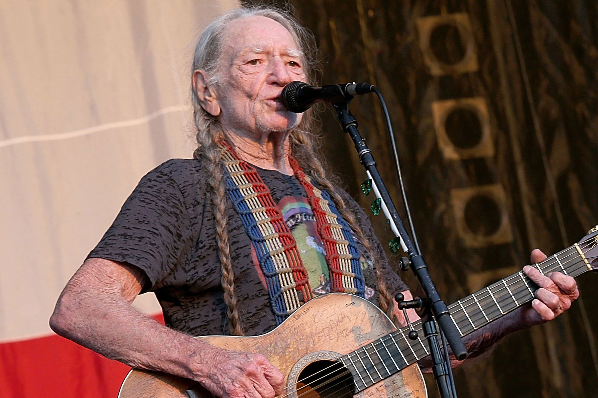 Willie Nelson announces new tour dates after illness