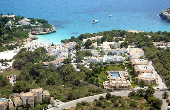 British couple arrested after abandoning girls in Mallorca