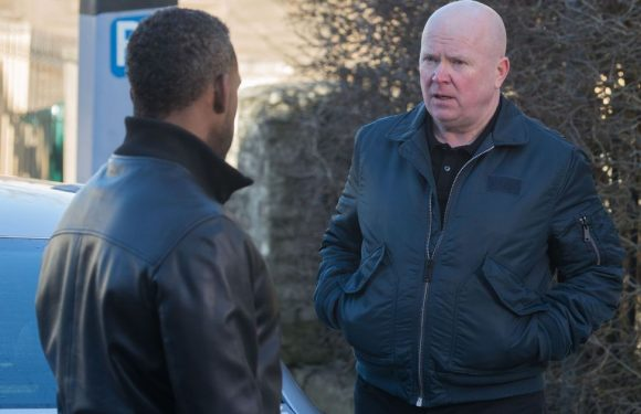EastEnders fans are convinced they know who Phil Mitchell's mystery caller is
