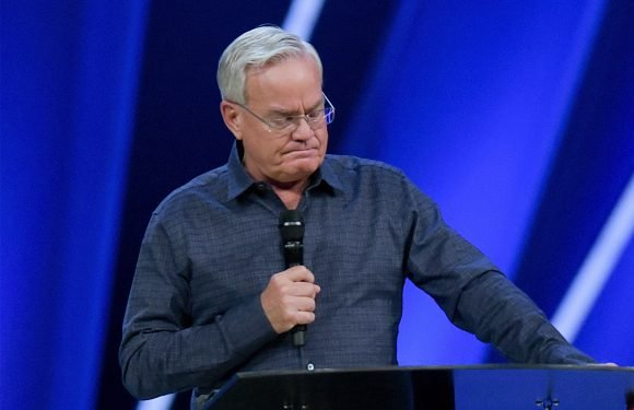 Megachurch founder quits following sexual misconduct allegations