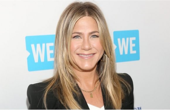 Jennifer Aniston Makes Her First Red Carpet Outing Since Announcing Justin Theroux Split