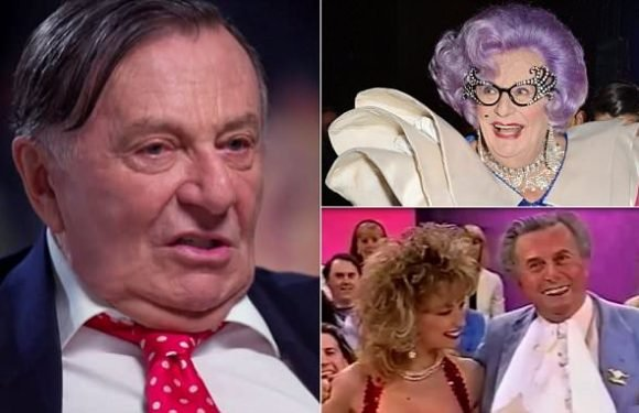 Comedian Barry Humphries reveals alcohol addiction almost killed him